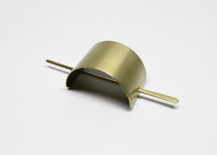 FLAT HAIR PIN. BRASS