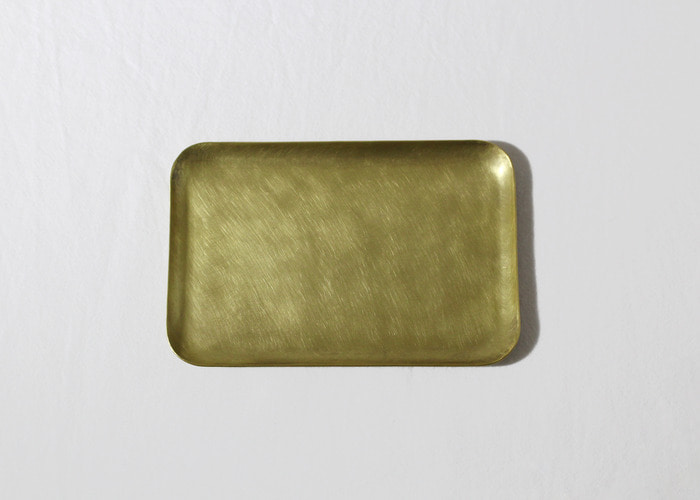 HAMMERED TRAY. RECTANGULAR 12x8. BRASS